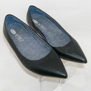 Dr. Scholl's 'Leader' black pointed toe flats 9M